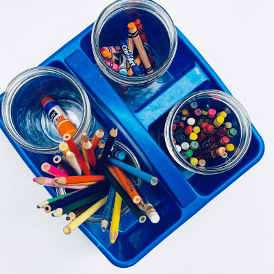 Organize kids art supplies with these helpful tips! Plus the free printable checklist!