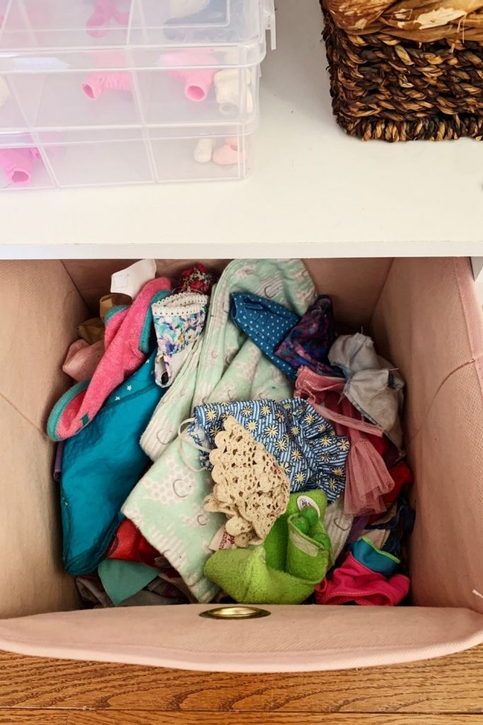 How to organize Barbies and accessories.