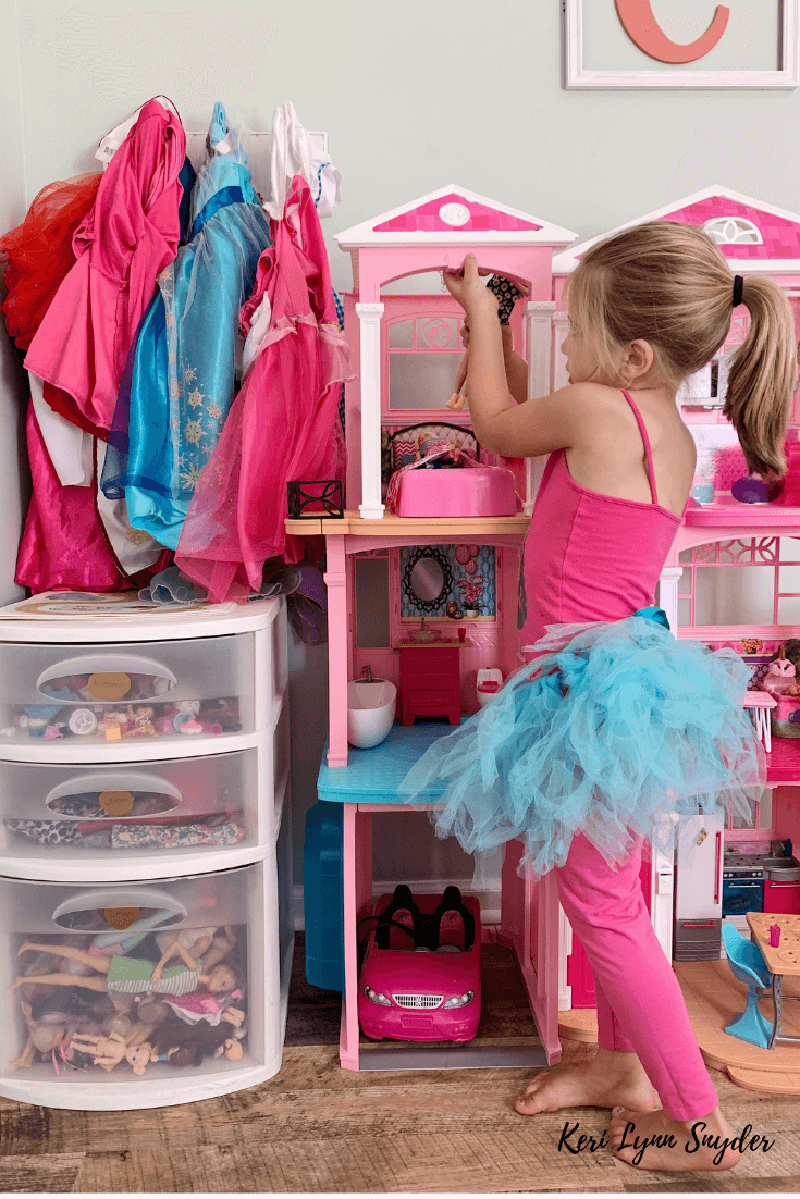 How to Organize Barbies and Accessori