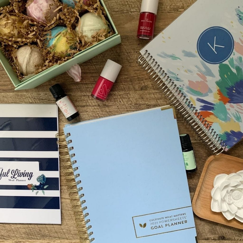 Check out these 7 gift ideas for moms. These are intentional gifts that are perfect for mom!