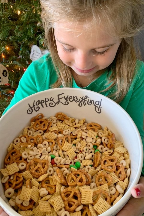 A super simple Christmas snack mix!