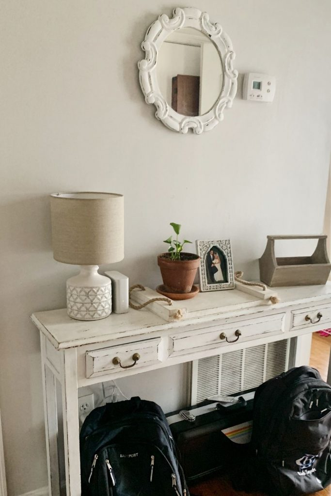 Create an entryway that is clean and inviting.